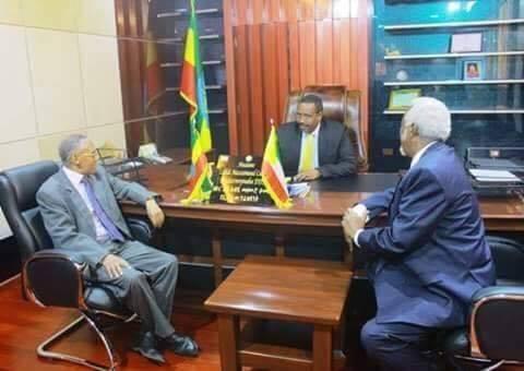 Daawo sida Cabdi Iley u bahdilay Wasiiradii Somaliland oo sida arday la fariisiyay kuraas ?