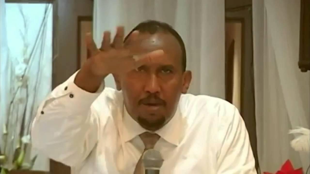 DAAWO Sheikh Cali Raage Oo laga wareystay heesaha uu xalaaleeyay, fariiqooyin uu diinta u qaybiiyay iyo culimo eedaymaha ujeediyay.